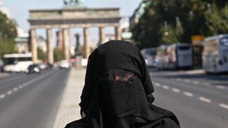 Нападение в супермаркете: женщина сорвала с мусульманки бурку