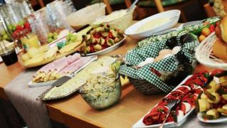 Можно ли брать с собой еду со шведского стола?