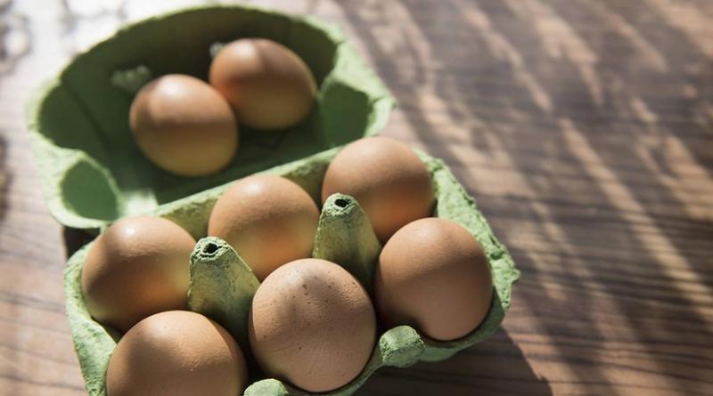 Общество: Зачем кассиры в супермаркетах проверяют коробки с яйцами?
