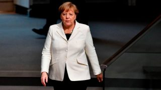 Меркель о беженцах: по-прежнему оставаться не может