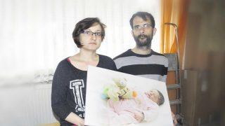 У семьи из-за ошибки забрали ребенка. С новой матерью он попал в ДТП