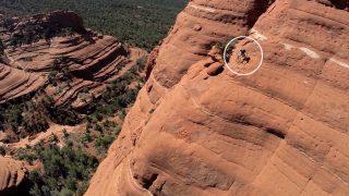 Велосипедист прокатился по отвесной скале (+видео)