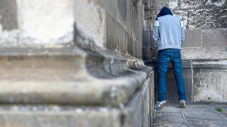 Справление нужды в общественных местах: что за это грозит?