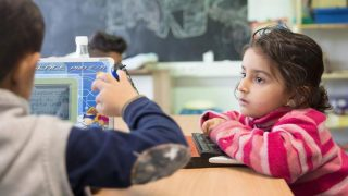 Пособия на детей все чаще пересылаются на иностранные счета