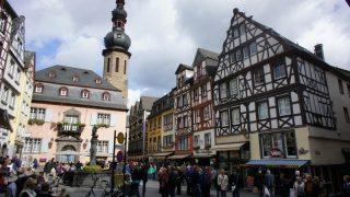 Почему мигранты приезжают именно в Германию?