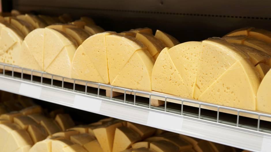 Домашние хитрости: Никогда не покупайте эти сорта сыра! рис 2