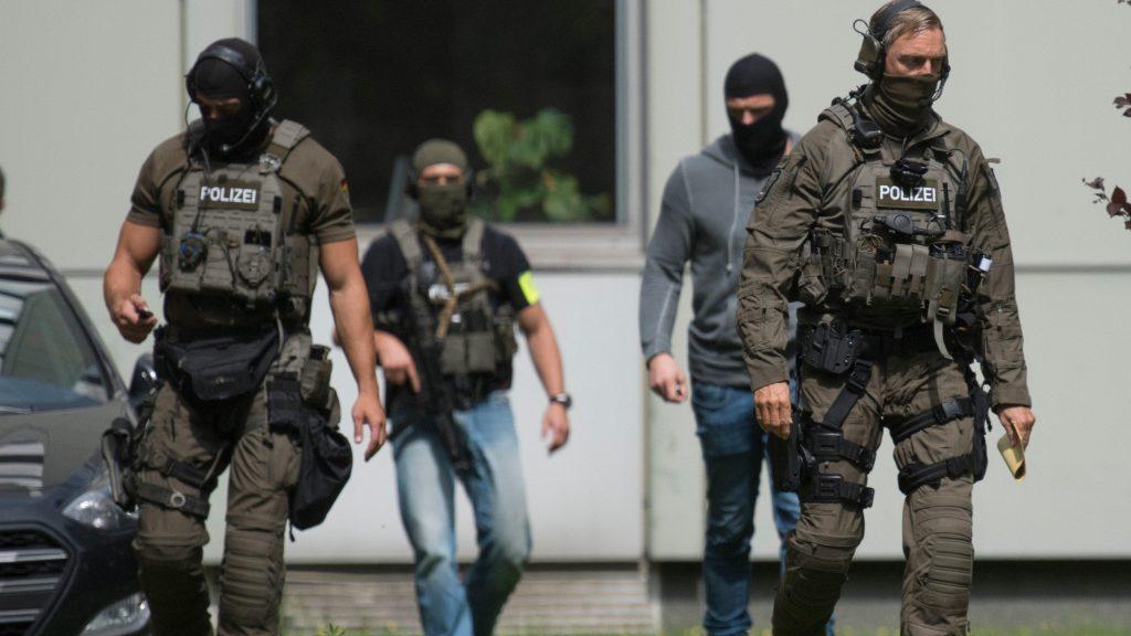 Общество: Спустя год опасный террорист наконец-то покинул Германию