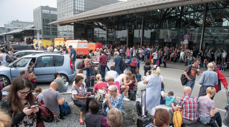 Происшествия: Аэропорт Гамбурга полностью обесточен: пассажиры эвакуированы, рейсы отменены