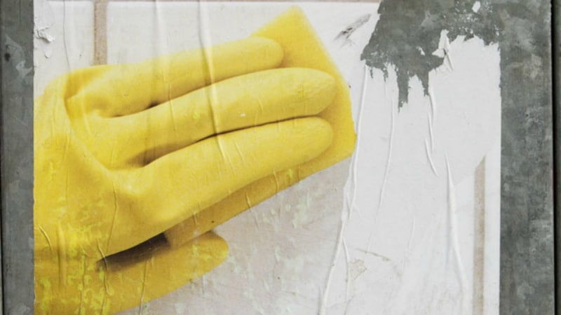 Домашние хитрости: Как легко и быстро удалить наклейку и остатки клея с поверхности предмета?