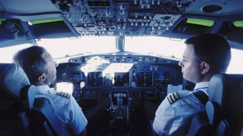 Отовсюду обо всем: Почему пилоты не разговаривают при взлетах и посадках?