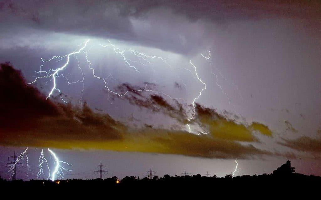 Погода: Погода в выходные: жара, грозы и шквальный ветер