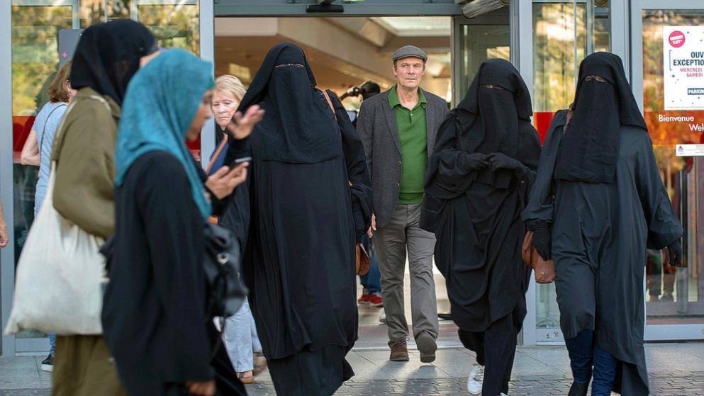 Отовсюду обо всем: В Голландии запретили носить чадру, паранджу и никаб