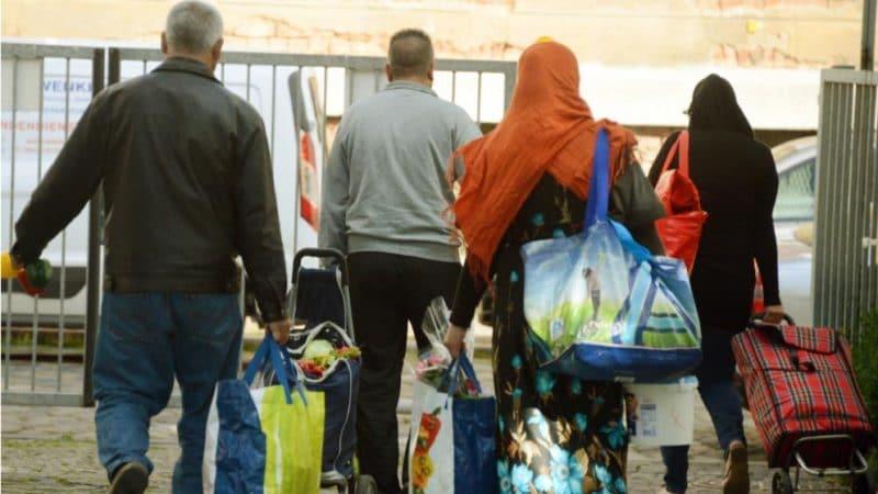 Политика: Сокращение выплат беженцам: стали известны другие пункты плана Зеехофера