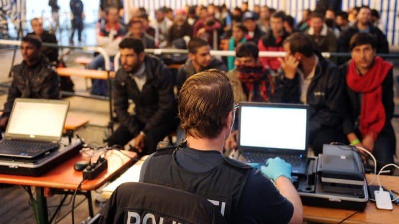 Общество: Мигранты-преступники: почему никто не хочет говорить, что они среди нас?