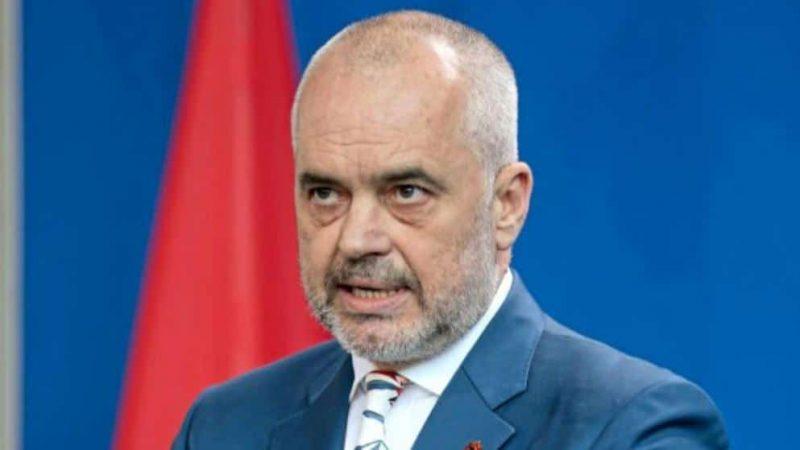 Политика: Албания отказывается размещать лагеря беженцев на своей территории