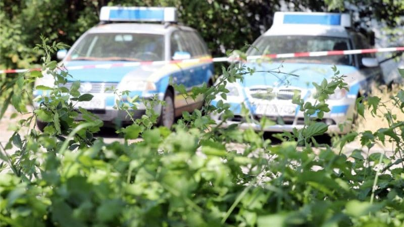 Общество: Кто забыл патрульные машины на стоянке? Загадка решена