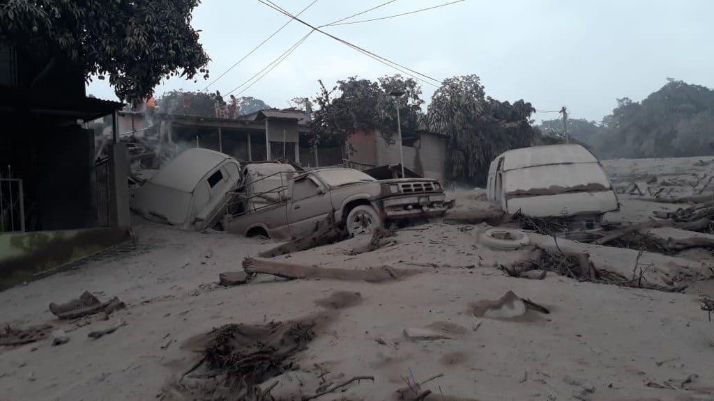 Отовсюду обо всем: Количество жертв извержения в Гватемале достигло 69 человек