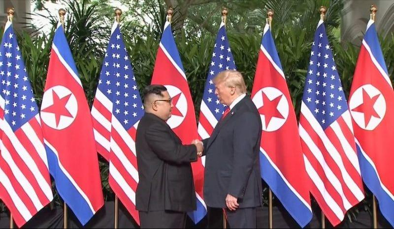 Политика: Состоялась историческая встреча между лидерами США и Северной Кореи