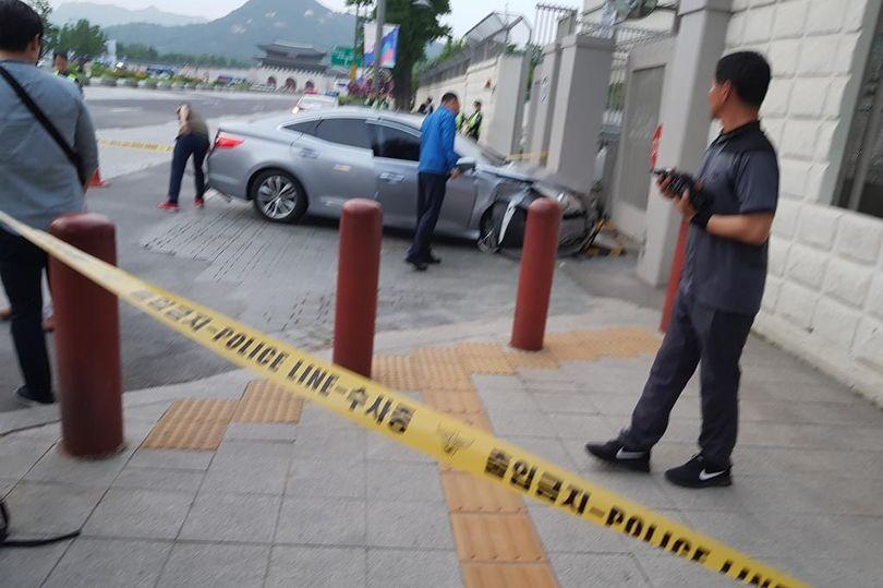 Отовсюду обо всем: Беженец из Северной Кореи умоляет о помощи у ворот посольства США в Сеуле
