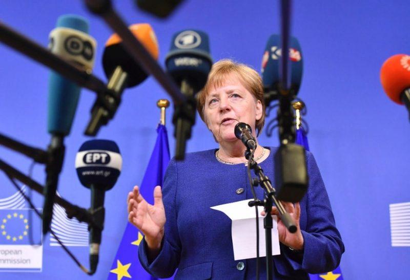 Политика: Саммит в Брюсселе не помог решить миграционную проблему, давление на канцлера растет