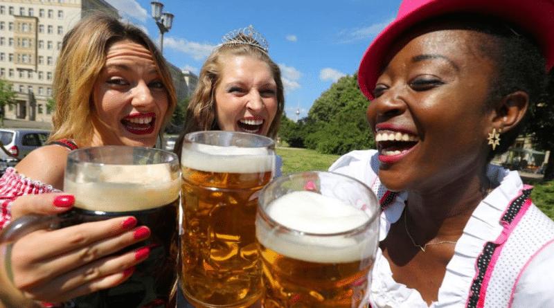 Общество: Опасно ли употреблять алкоголь в жару?