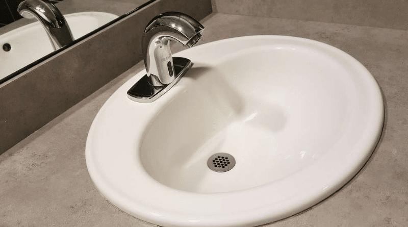 Полезные советы: Как легко и без химии очистить слив в ванне, раковине, душевой?
