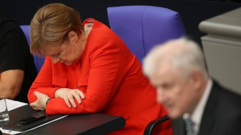 Политика: Вопрос предоставления убежища решен: Зеехофер празднует победу