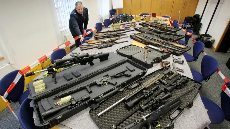 Общество: Число «граждан Рейха» растет, и они готовы к насилию