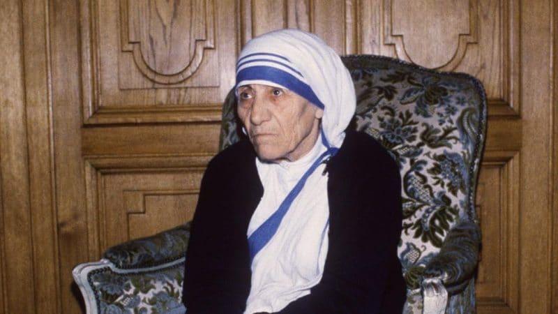 Отовсюду обо всем: Сестры матери Терезы опозорились: их обвиняют в торговле детьми