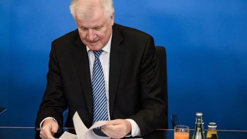 Политика: Зеехофер наконец представил генеральный план миграционной политики
