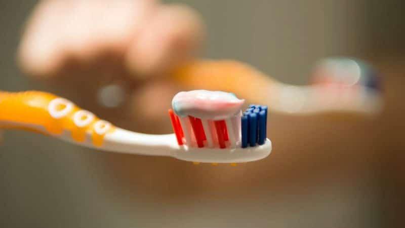 Полезные советы: Никогда не оставляйте зубную щетку в ванной комнате отеля