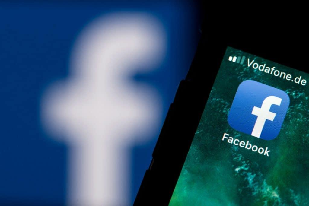 Закон и право: Сколько постов удалили YouTube и Facebook по жалобам пользователей