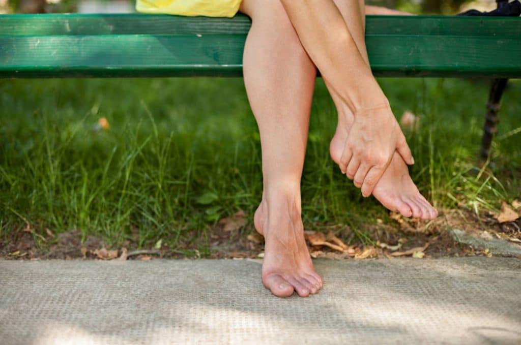 Здоровье: Почему в жару отекают ноги и что с этим делать
