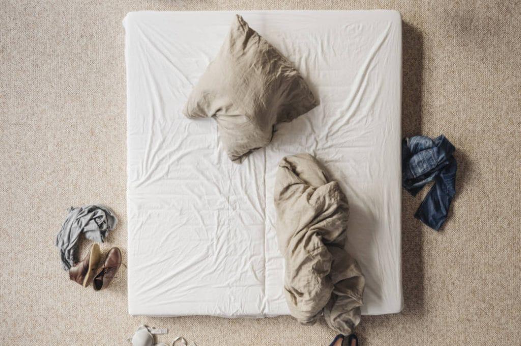 Домашние хитрости: Полезные советы: как легко очистить матрац от пятен?