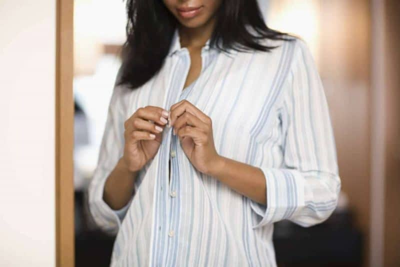 Общество: Почему пуговицы на мужской и женской одежде расположены с разных сторон?