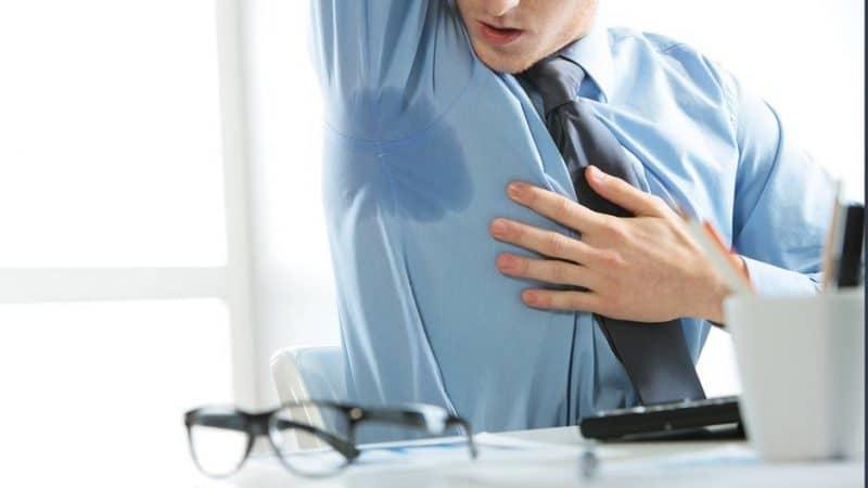 Общество: Что делать, если от коллеги сильно пахнет потом?