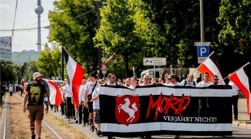 Общество: В Берлине прошла правоэкстремистская демонстрация рис 2