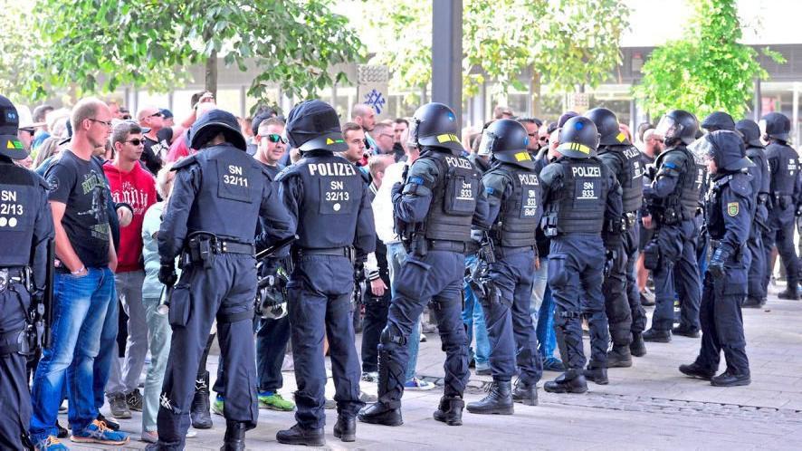 Происшествия: После гибели россиянина в Хемнице праворадикалы устроили демонстрацию рис 3