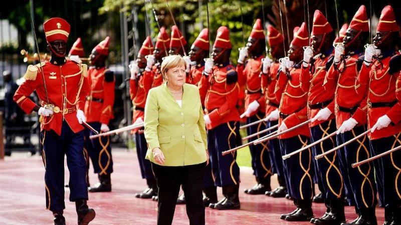 Политика: Меркель уехала в Африку договариваться о беженцах рис 2