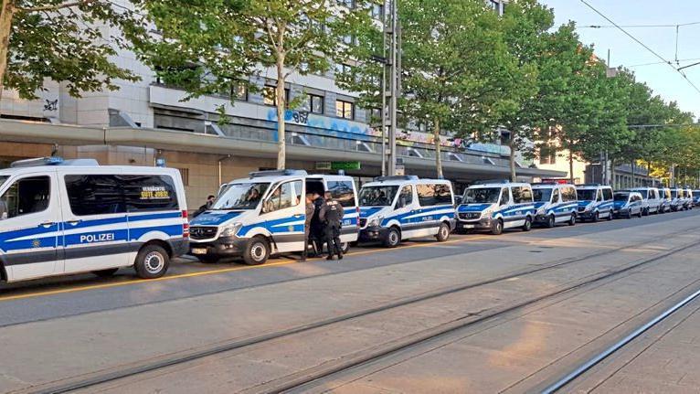 Происшествия: После гибели россиянина в Хемнице праворадикалы устроили демонстрацию рис 2