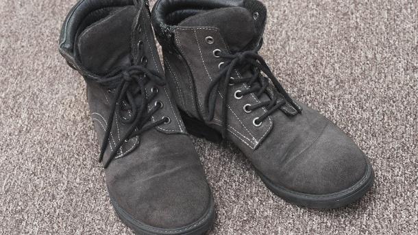 Домашние хитрости: Как избавиться от неприятного запаха обуви