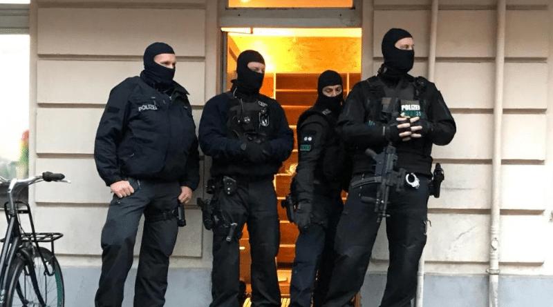 Происшествия: Обыск в мечети Берлина: полиция подозревает финансирование террористов