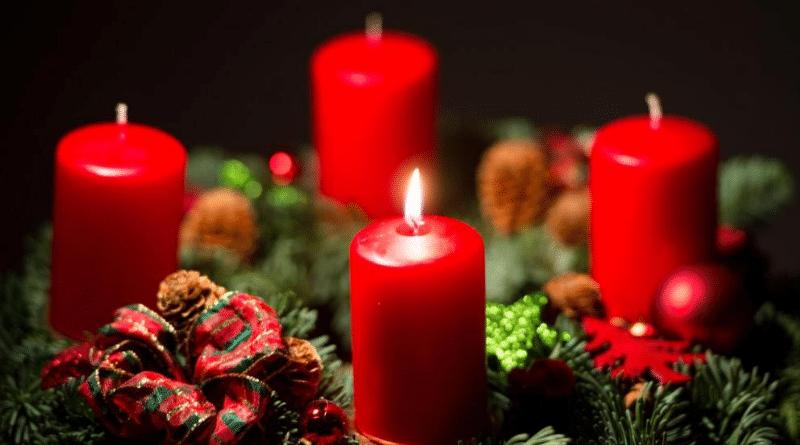 Культура: Как возникла традиция зажигать свечи на рождественском венке?