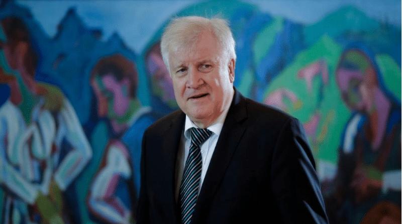 Политика: Зеехофер предложил размещать подлежащих депортации беженцев в тюрьмах