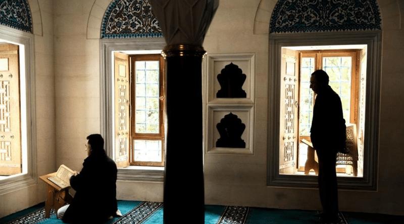 Общество: Налог на мечети: правительство намерено контролировать финансы исламских общин