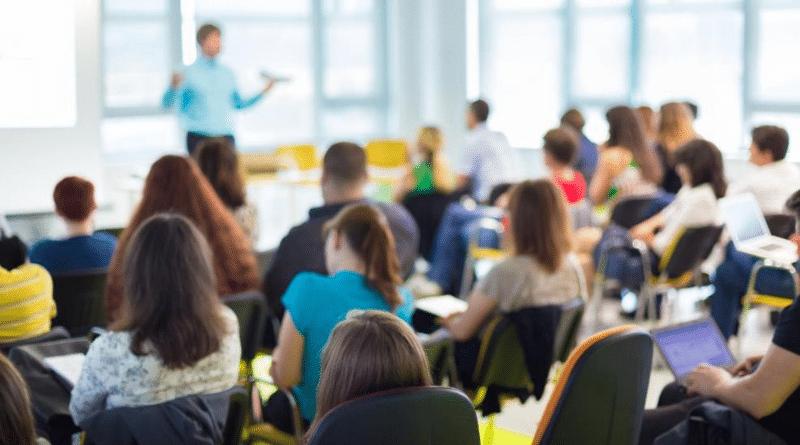 Общество: Есть ли смысл проходить курсы повышения квалификации? Помогут ли они больше зарабатывать?