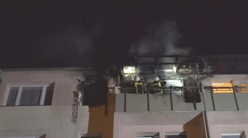 Происшествия: Пожар в квартире: спасая двухлетнего сына, отец выбросил его из окна