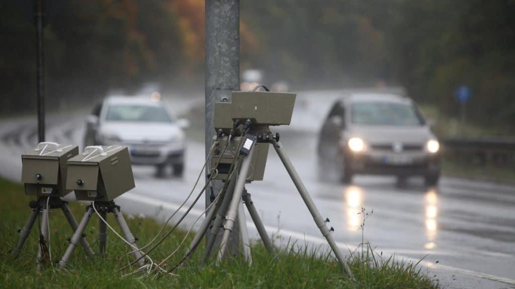 Общество: Когда применяется ограничение скорости на мокрой дороге?