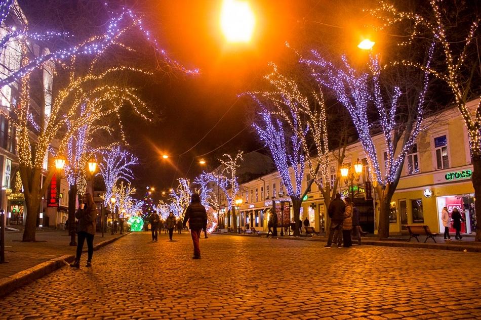 Отовсюду обо всем: Приближаются праздники – Деды Морозы дерутся за клиентов