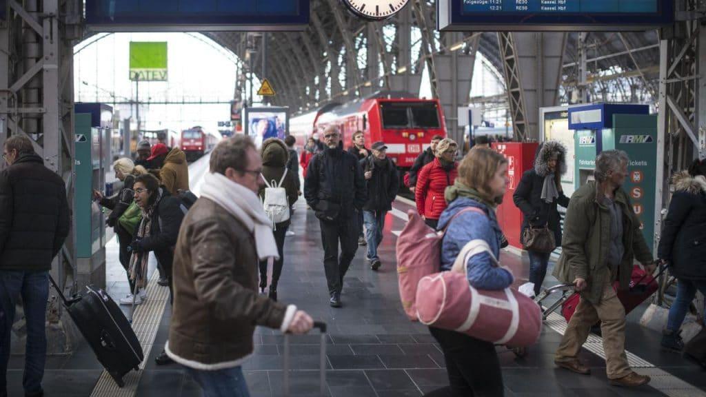 Происшествия: Железнодорожный хаос продолжается: во вторник и среду снова ожидаются задержки и отмены поездов